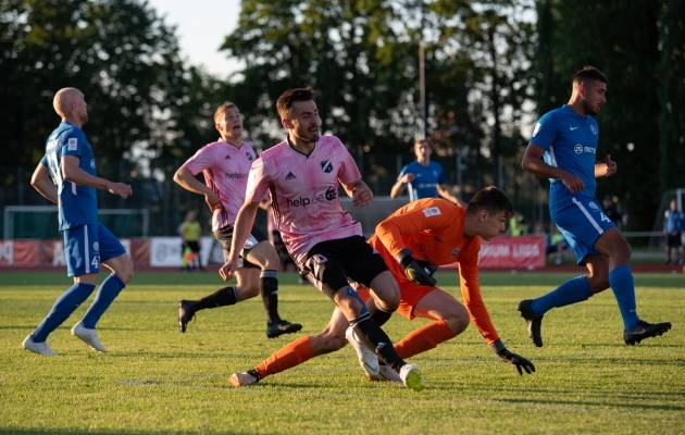 Viimase omavahelise kohtumise leppisid Tammeka ja Kalju 0:0 viiki, kui Karl Johan Pechter Liliu penalti püüdis. Foto: Liisi Troska