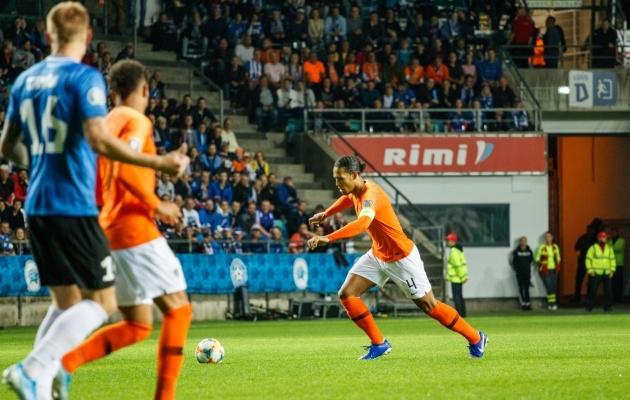 Virgil van Dijk mängus Eesti vastu. Foto: Oliver Tsupsman