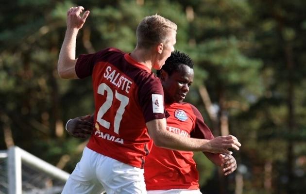 Joseph Saliste ja Eric McWoods tähistamas Narva Transi 1:1 väravat mängus Nõmme Kaljuga. Foto: Liisi Troska / jalgpall.ee