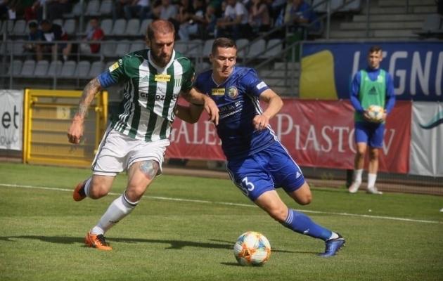 Artur Pikk (paremal) mängis kolmest Eesti koondislasest ainsana 90 minutit. Foto: Legnica Twitter