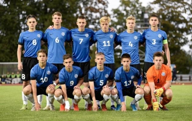 Eesti U17 koondis tänase mängu eel. Karl Gustav Kokka on number 6. Foto: Liisi Troska
