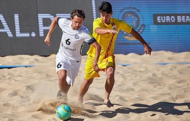 Sooaluste (valges) esindab ka Eesti koondist. Foto: Beach Soccer Estonia FB