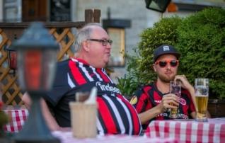 VIDEO | Koondisemänguks valmistuvad Saksa fännid juba tembutavad: II liiga mängus joosti alasti väljakule