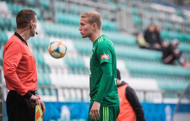 Levadia närvilisus päädis kahe punase kaardiga. Foto: Jana Pipar / jalgpall.ee