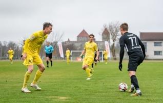Kollaste duell: Pärnu ja Kuressaare võitlevad koha eest päikese all