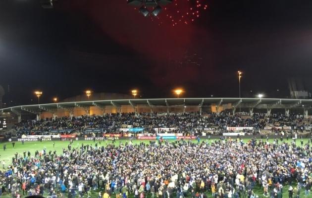 Soome jalgpallikoondise fännid tähistavad meeskonna jõudmist EM-ile! Foto: Ott Järvela