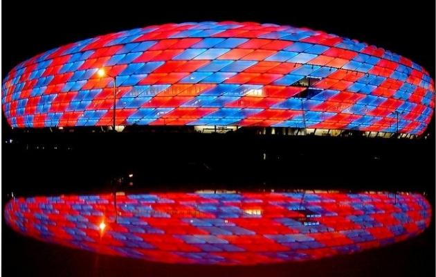 Allianz Arena Bayernisse värvunult. Foto: fcbayern.de