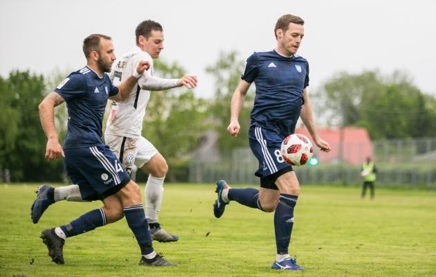 Maardu Linnameeskonna president Maksim Krivošein (nr 8) pidi sel hooajal ka ise neljas kohtumises platsil käima. Foto: Brit Maria Tael