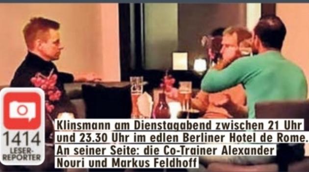 Ajalehe Bild lugeja fotoklõps eelmise nädala teisipäeva õhtust, kui Jürgen Klinsmann (oranžis kampsunis) Berliini saabununa kolleegidega Hertha peatreeneri töö üle esimesi mõtteid vahetas. Foto: Andres Must / Bild / BZ