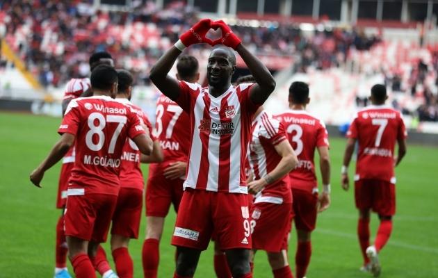 Sivasspori Mustapha Yatabare tähistamas väravat. Foto: Sivasspori Twitter