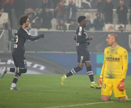 6:0 võit kergitas Bordeaux' juba kolmandaks, aga fännid sõdivad