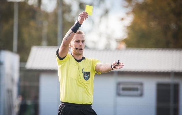 Kollaste kaartide eest saadud mängukeelud jäävad nüüdsest sellesse hooaega, kus neid jagati. Foto: Jana Pipar / jalgpall.ee