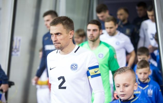 Karjääri viimases mängus vedas Kams Eesti koondise kaptenina platsile Ukraina vastu. Foto: Jana Pipar / jalgpall.ee