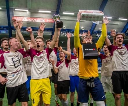 VAATA JÄRELE: Uus võitja! Üle viie aasta turniiril osalenud Kure fännid näitasid teistele tagatulesid