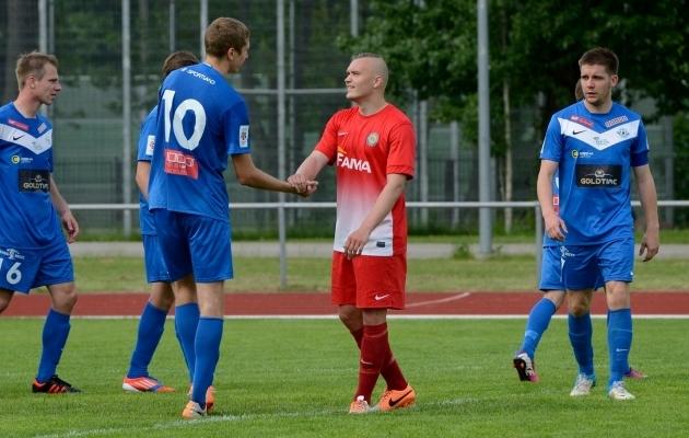 Tammeka kasvandik Siim Tenno kandis oma vana koduklubi vastu ka Narva Transi särki. Foto: Imre Pühvel