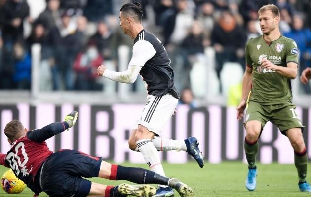 Ragnar Klavan (paremal) proovimas takistada Torino Juventuse ründajat Cristiano Ronaldot. Foto: Cagliari Twitter