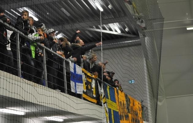 Teise Stockholmi klubi AIK fännid EJL-i jalgpallihallis 2013. aastal. Foto: Brit Maria Tael