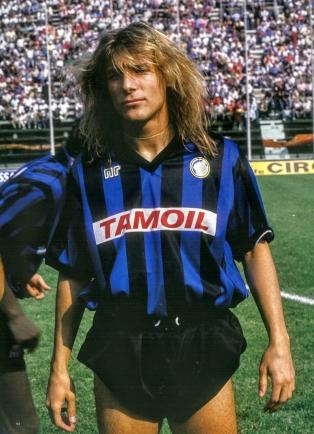1989. aasta parimate jalgpallurite edetabelis pani jalgpallikirjamees Rob Fielder 90. kohale Atalantas pallinud argentiinlasest ründaja Claudio Caniggia. Foto: Atalanta Twitter