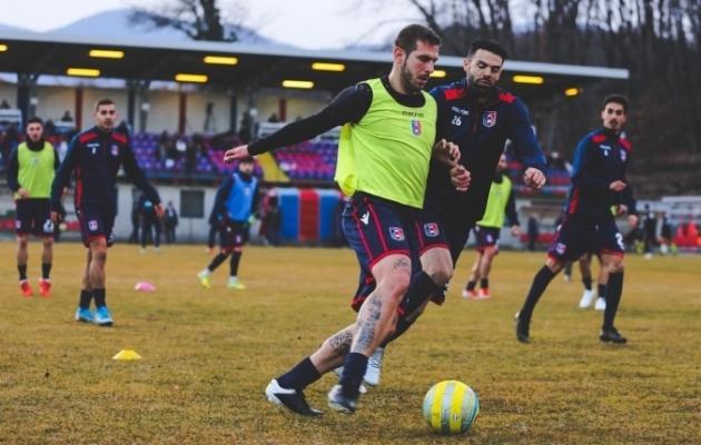 Maximiliano Ugge Gazzano meeskonna mängu-eelsel soojendusel. Foto: Erakogu