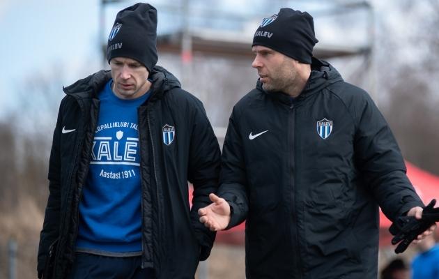 Kalevi peatreener Aleksandr Dmitrijev ja spordidirektor Joel Lindpere. Foto: Liisi Troska / jalgpall.ee