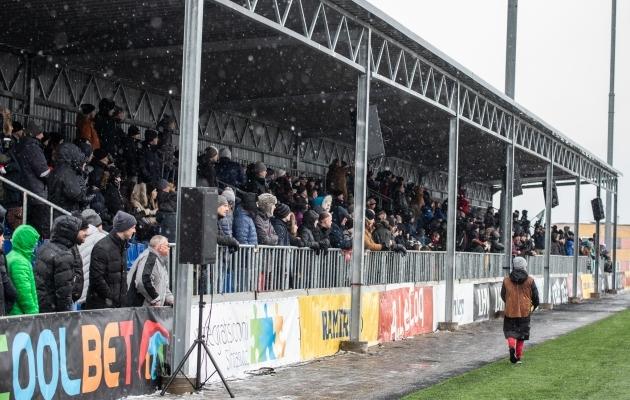 Superkarikas jõudis Narva Kalev-Fama staadionilt oluliselt kaugemal asuvate jalgpallisõpradeni. Foto: Brit Maria Tael
