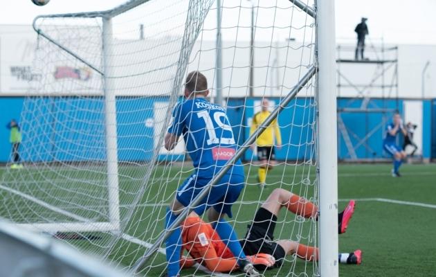 Kohati käis Tammeka mängija Tuleviku väravas, aga palli sinna kaasa ei õnnestunud saada. Foto: Liisi Troska / jalgpall.ee