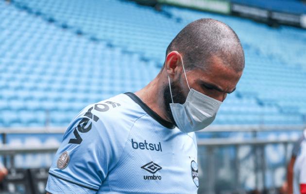 Gremio klubi jalgpallurid protestisid mängude toimumise vastu maske kandes. Foto: Gremio / Twitter