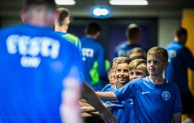 Lapsed igatsevad jalgpallitreeningute sotsiaalset poolt. Foto: Brit Maria Tael
