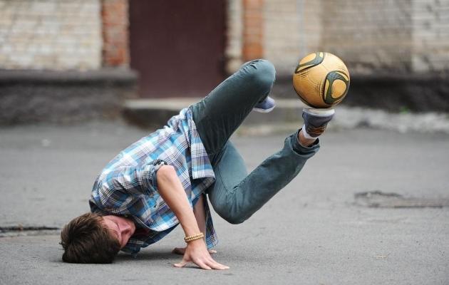 Kui palliga freestyle on liiga lihtne, siis tuleb proovida..mütsiga!