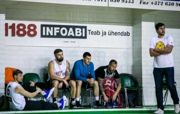 Föönixi meeskonna peatreener Illimar Pilk (paremal) leiab, et kolmest endist tippjalgpallurist on korvpalliks parimad eeldused Kert Kütil, aga kasutegur on olemas kõigil. Foto: Brit Maria Tael