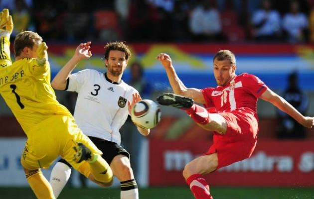 Milan Jovanovic löömas võiduväravat Serbiale. Foto: fifa.com
