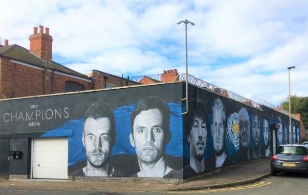 Üks vingemaid seinamaalinguid, millega Leicesteri tiitlivõitu tähistati, asub enamasti parkimiseks kasutatavas kõrvaltänavas. Üpris lähedal Leicesteri Eesti majale. Foto: Ott Järvela erakogu