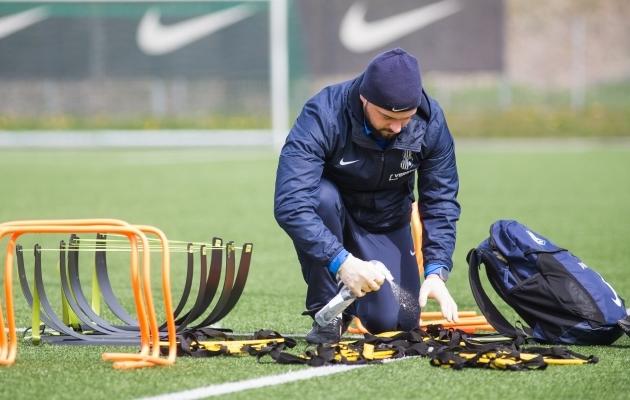 Paide Linnameeskonna füüsilise ettevalmistuse treener Andrei Veis esimesel koroonapausijärgsel treeningul. Foto: Jana Pipar