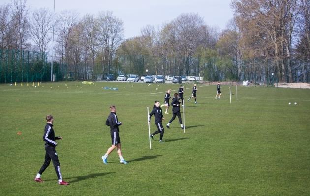 Detailplaneeringu alusel peaks jalgpallihall kerkima pildil oleva parkla ette harjutusväljaku kohale. Foto: Jana Pipar