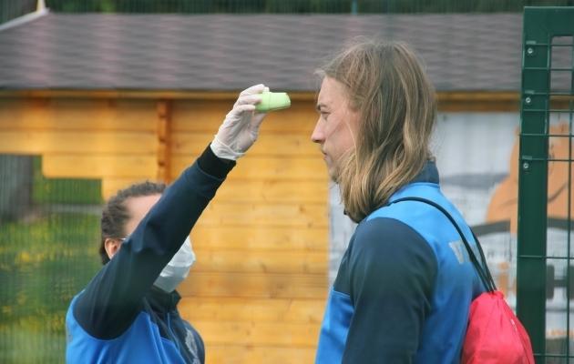 Viljandi Tuleviku kaitsja Gerdo Juhkam temperatuurimõõtmisel. Foto: Tuleviku FB