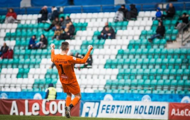 Mängijad naasevad, aga publik (ka selliste vahedega) veel mitte. Foto: Jana Pipar / jalgpall.ee