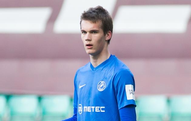Tartu Tammeka kaitsja Alfred Tammiksaar tegi mängus FC Floraga oma Premium liiga debüüdi. Foto: Jana Pipar / jalgpall.ee