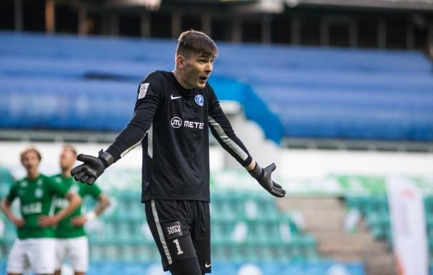 Karl Johan Pechter Konstantin Vassiljevi suunas käsi laiutamas. Foto: Jana Pipar / jalgpall.ee
