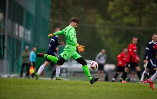 Maardu vastu Unitedi väravas seisnud Daniil Savitski peab ilmselt peagi koha Oliver Anile loovutama. Foto: Raido Kull