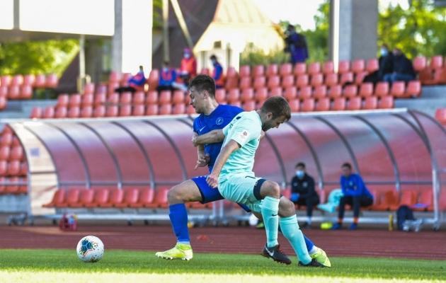 Kevin Aloe võitluses Sander Seemaniga. Foto: Liisi Troska / jalgpall.ee