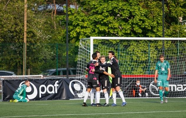 Nõmme Kalju rõõmustab FCI Levadiale löödud Igor Subbotini 1:0 värava üle. Foto: Oliver Tsupsman