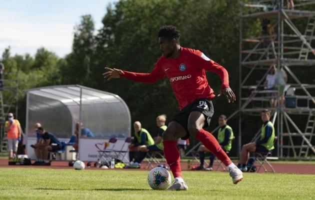 Karika poolfinaalis lõi Chinedu Geoffrey kaks väravat, kas tuleb lisa ka liigas? Foto: Liisi Troska