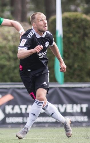 Nõmme Kalju poolkaitsja Sander Puri sai eelmises mängus Tartu Tammekaga vigastada ja täna mängida ei saa. Foto: Jana Pipar / jalgpall.ee
