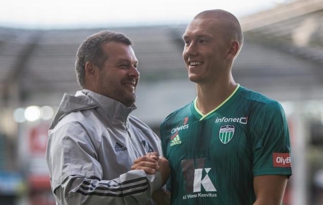 Nõmme Kalju peatreener Marko Kristal ja FCI Levadia poolkaitsja Rasmus Peetson. Foto: Jana Pipar / jalgpall.ee