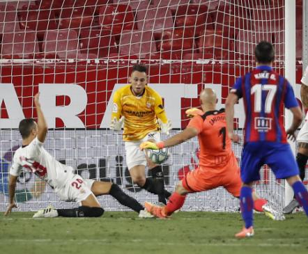 Väravasse sattunud ründaja päästis Sevilla 101. minuti tõrjega, lööjaks teine väravavaht!