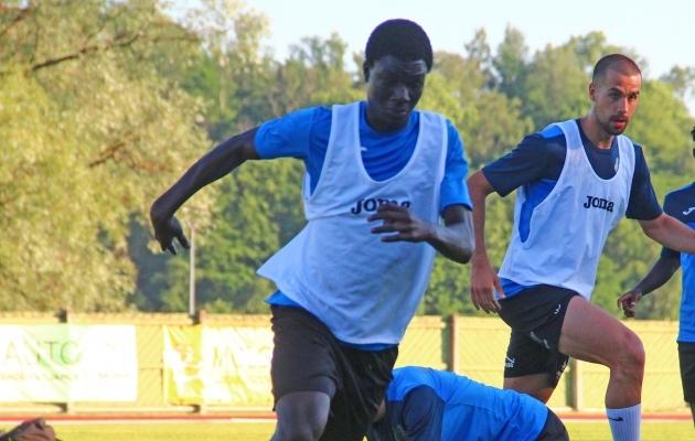 Tuleviku pingil istus Gueye seitsmes mängus, aga võimalust ei saanudki. Foto: Viljandi Tuleviku FB
