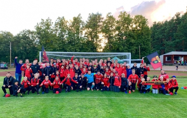 Nõmme Unitedit oli Elvas toetama hulk noormängijaid. Foto: Nõmme Unitedi Facebook