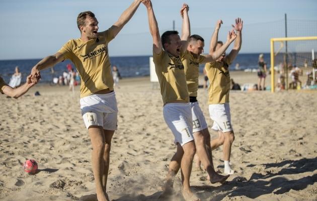 SK Augur Enemat on Coolbeti rannaliiga kindel liider. Kaheksast mängust on kogutud kaheksa võitu, neist üks lisaajal. See annab neile 23 punkti 24 võimalikust. Foto: Beach Soccer Latvia