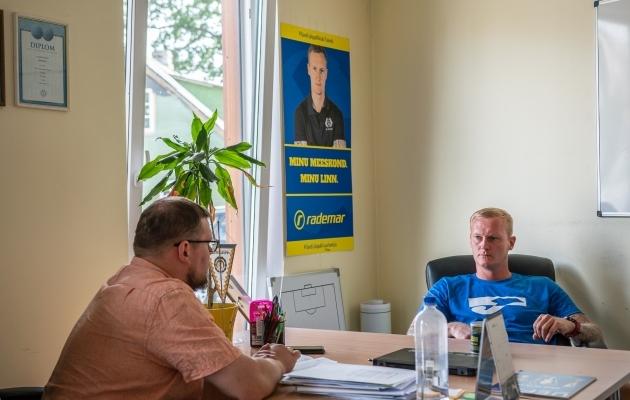 Sander Posti intervjuu Soccernet.ee ajakirjanikule Ott Järvelale. Foto: Brit Maria Tael