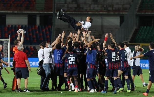 Oivaliselt pärast koroonapausi mänginud Cosenza jäi Itaalia esiliigasse püsima. Foto: Cosenza Calcio Twitter